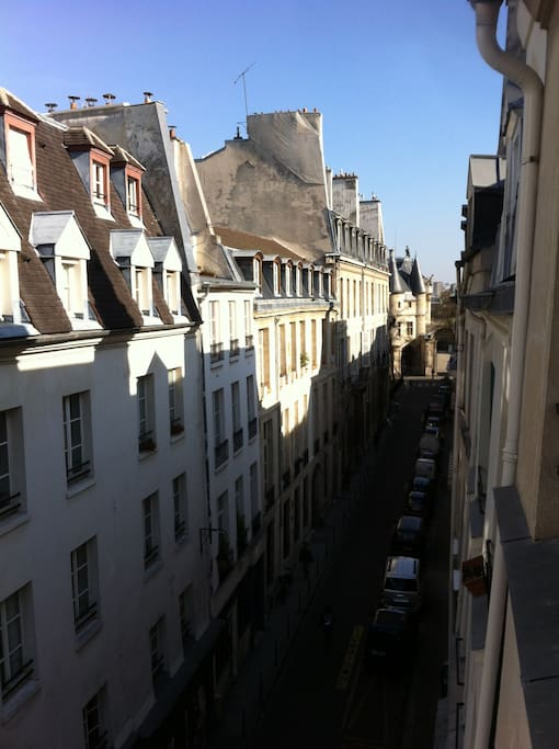 East view from the window: in the distance, the old towers of Hôtel de Soubise (built in 1700)