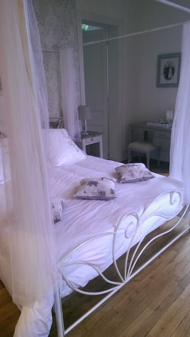 Chambre d 39 h tes romantique bed breakfasts for rent in for Chambre d hotes picardie