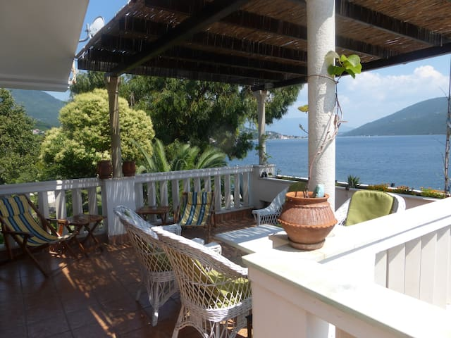 Beautiful home next to the sea - Herceg Novi Municipality - Apartmen