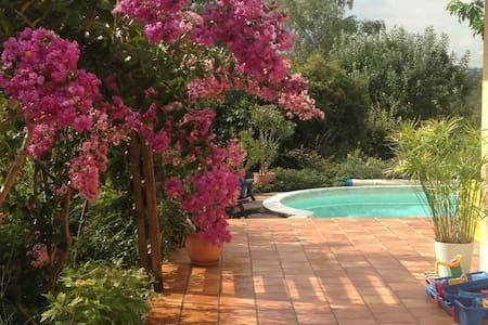 villa rénovée : calme et fraîcheur en centre ville