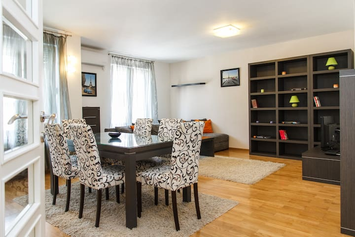 Large- apartment with 3 bedrooms - Beograd