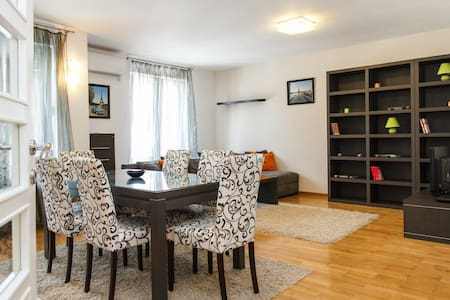Large- apartment with 3 bedrooms - Belgrad