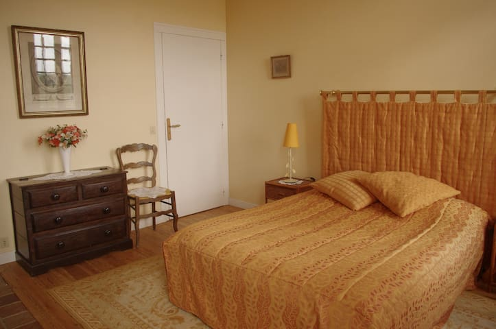 Appartement ORCHESTRE  - Vieux-Pont-en-Auge - Bed & Breakfast