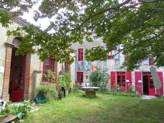 Chambre dans maison d'artiste - Sorèze - House