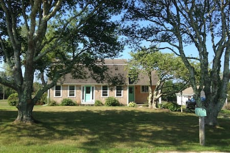 Vacation rental near to the beach with 3 acre lawn - Little Compton - Talo