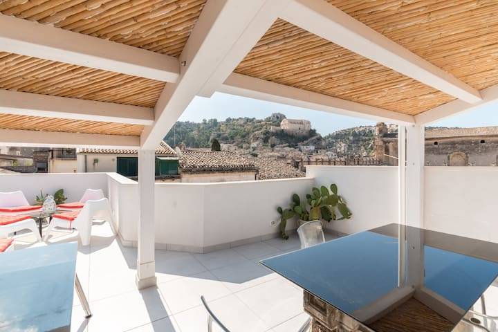 Sicilian House with Terrace 2 - Scicli - Huoneisto
