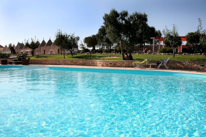 Trullo 4 swimming pool 4 people
