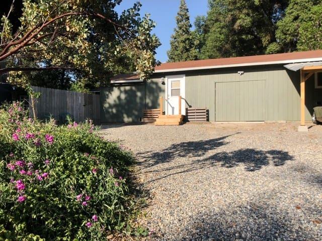 Pondside Studio Near Yosemite and Bass Lake.