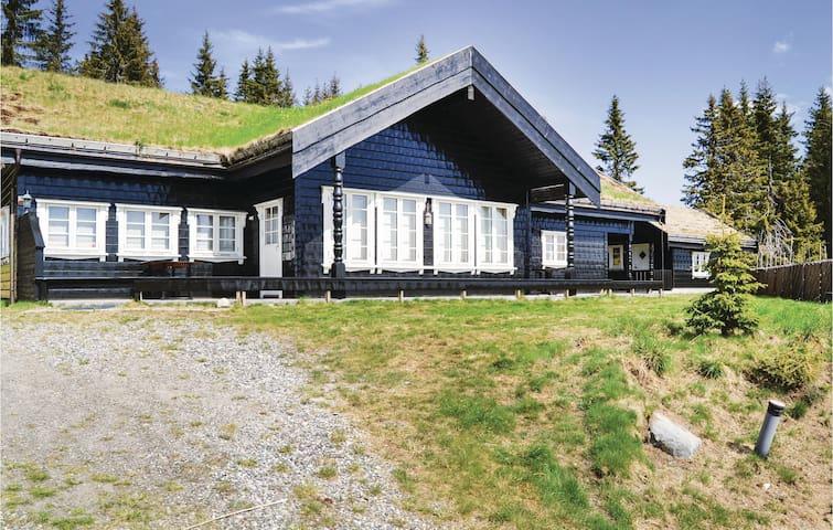 Holiday cottage with 5 bedrooms on 128m² in Lillehammer