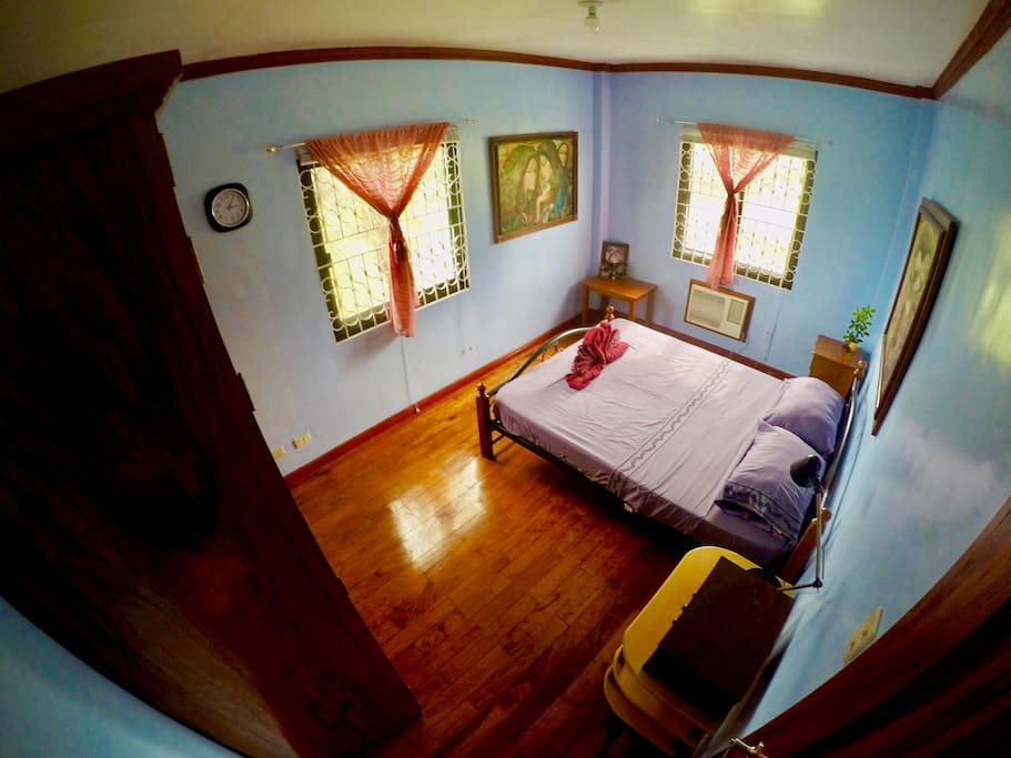 Room with air conditioner and queen-size bed with a view of a rice field on the 2nd floor