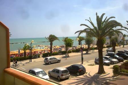 Appartamento in prima fila sul mare - Martinsicuro