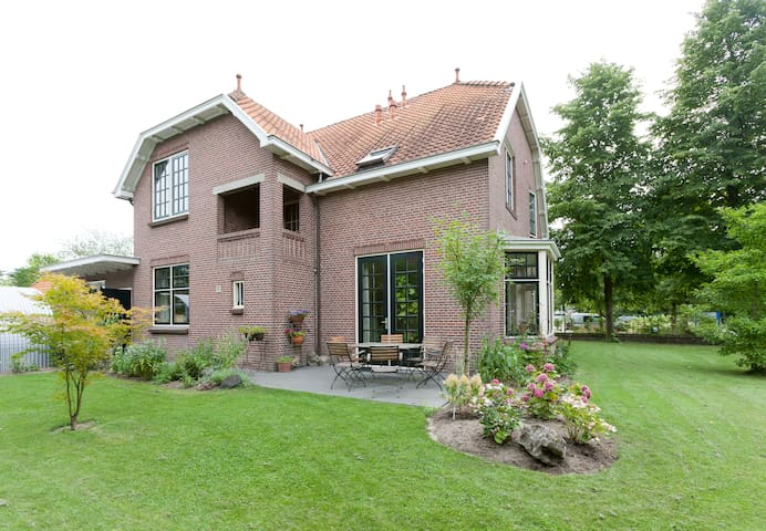 Monumental villa in village at Deventer (Weekends) - Olst - Bed & Breakfast