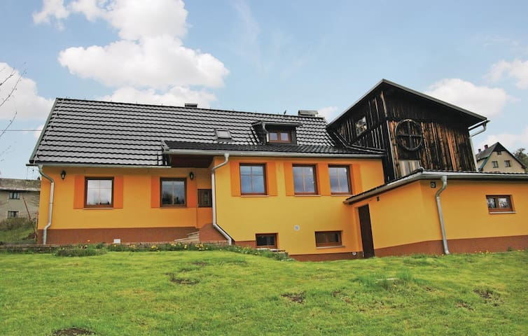 Holiday cottage with 3 bedrooms on 90 m² in Jesenny