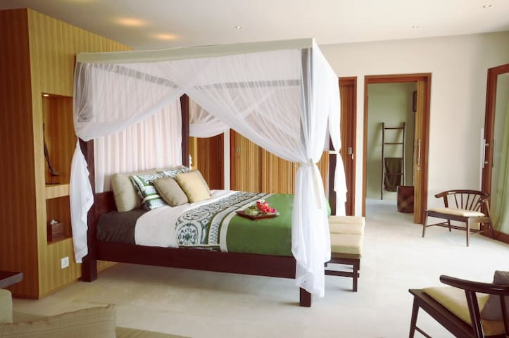 Spend romantic nights in the tropical bed of the Master Suite. Slide open the glass door and let the outside in while you lay on the bed. No mosquitoes here! The net is merely decorative.
