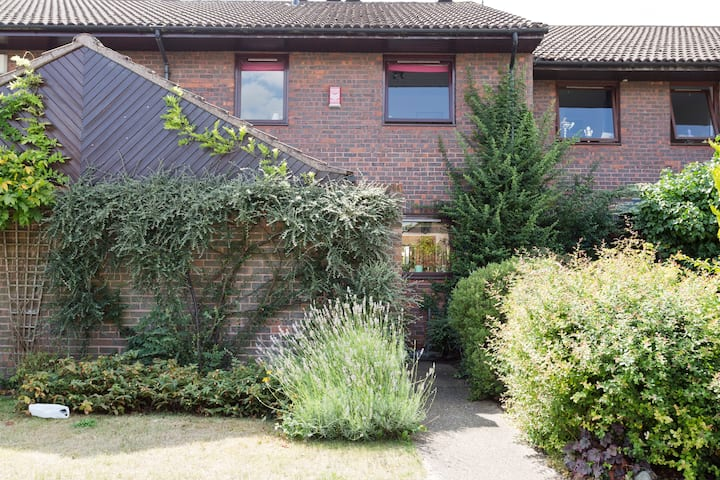 Riverside apartment in Staines  close to Heathrow