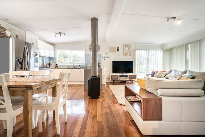 Driftwood Retreat - WIFI & only 600m to beach