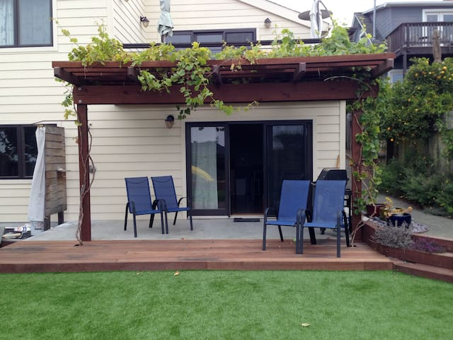 Cozy 1BD with lovely yard