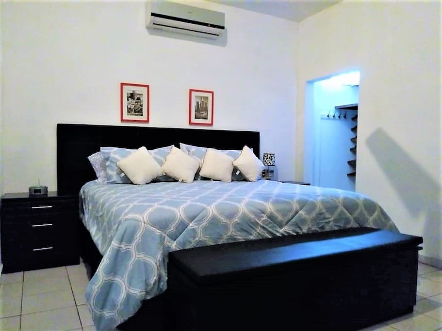 Master bedroom (Cuarto principal)
