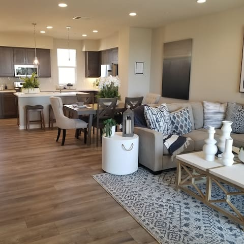 2nd&3rd Flrs~Close➠FWY~Walk➠Shopping~Built in 2021
