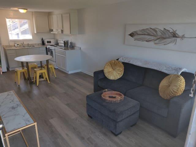 Safe & Clean - 2 bedroom apt, in cozy Whit!