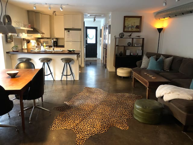 The Retro flat  (Downtown 3 bed apartment)