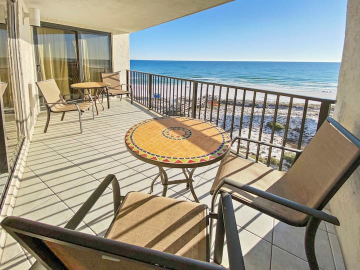 UPDATED BEACH FRONT condo in Sandestin. *POOL UNDER CONSTRUCTION*