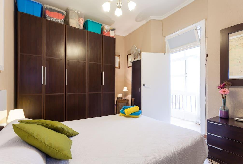 Habitación doble con baño privado + WIFI