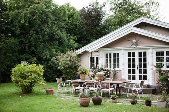 Romantic summer cottage in Hornbæk - Hornbaek - Casa