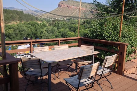 Central Lyons River Home with Views - ลีออนส์