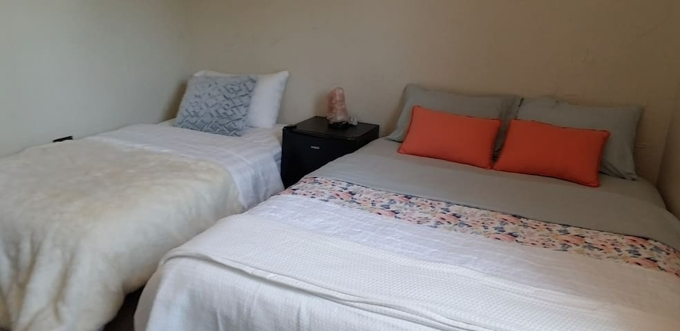 Private Room Near Airport, Strip, & Outlet Mall C