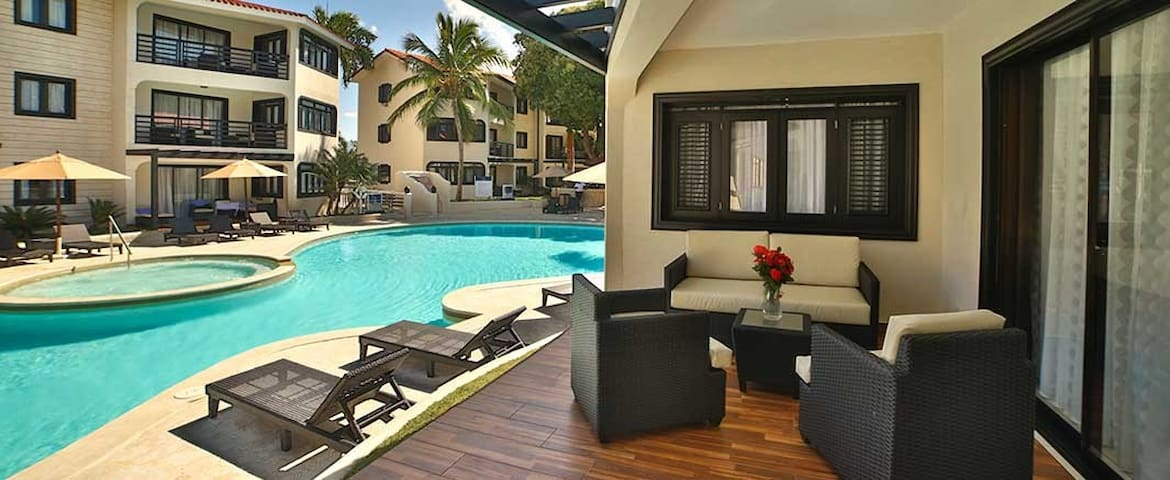 1 Bedroom Royal Suite - VIP All Inclusive!