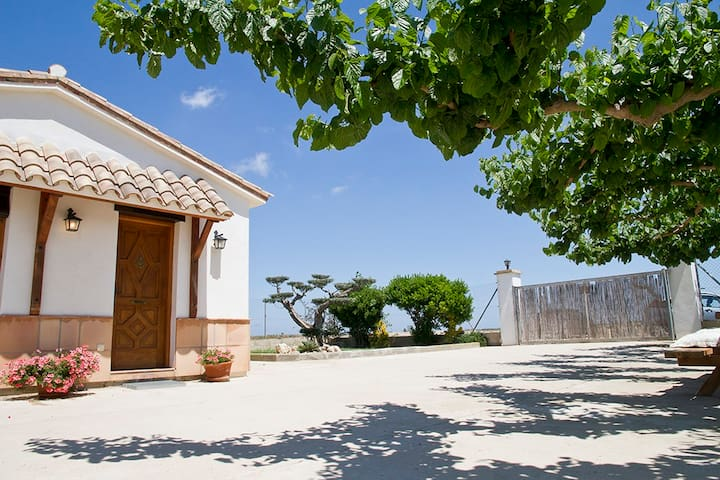 Country house close to the beach - Deltebre - House