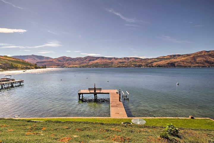 Waterfront Manson Cabin on Lake Chelan w/ Deck!
