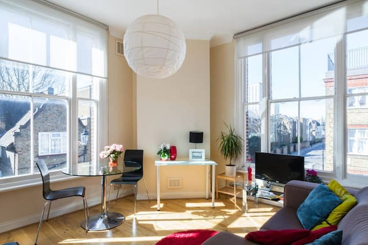 CHARMING AND BRIGHT/LARGE 1 BED FLAT - Londyn