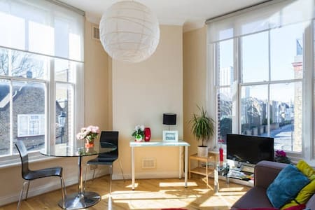 CHARMING AND BRIGHT/LARGE 1 BED FLAT - London - Apartment