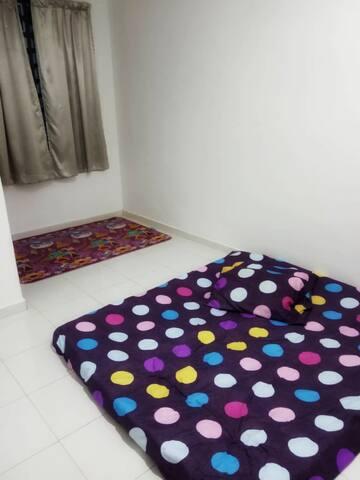4th bedroom with ceiling fan & queen size floor mattress