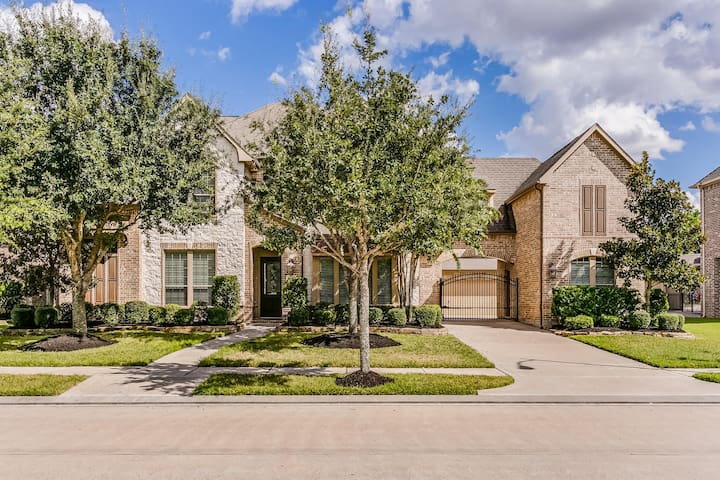 Executive Housing in North Houston