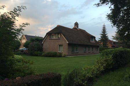 Modern landhuis aan recreatievijver - Emmer-Compascuum