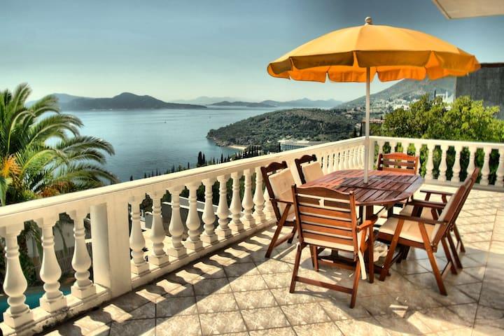 Pool villa near Dubrovnik - Orasac - House