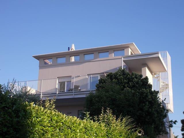 GARDASEE-EMOTION:PANORAMA & JACUZZI - Peschiera del Garda - Leilighet