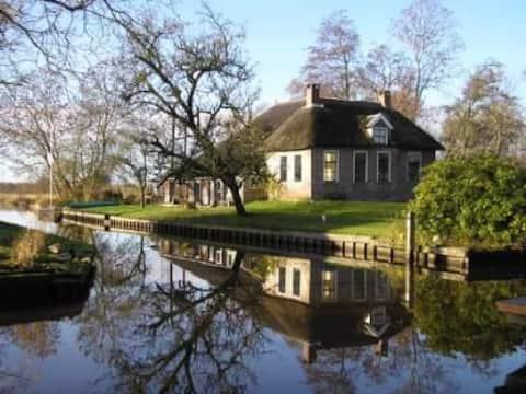 Apartamento en casa rural junto al agua (trasera)