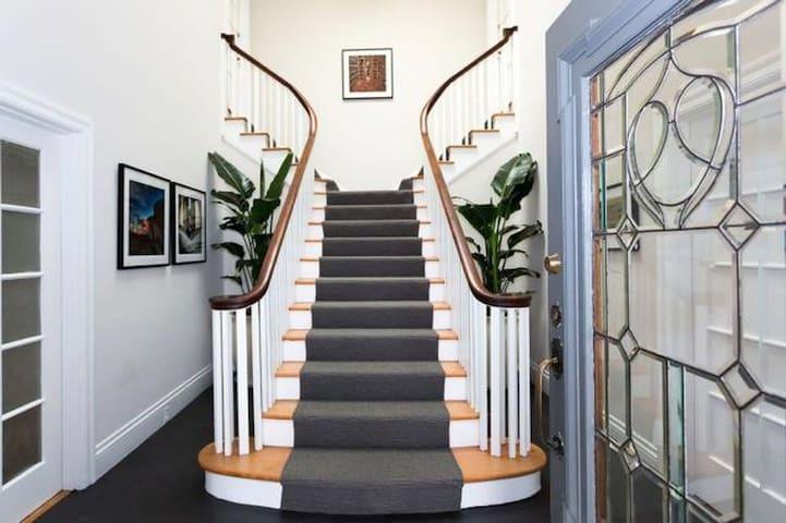 Classic, Spacious Apartment By Lake Merritt - Oakland - Pis