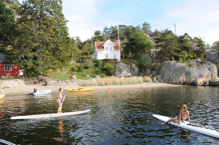 Waterfront picturesque summer home - Nordre Sandøy - Casa de campo