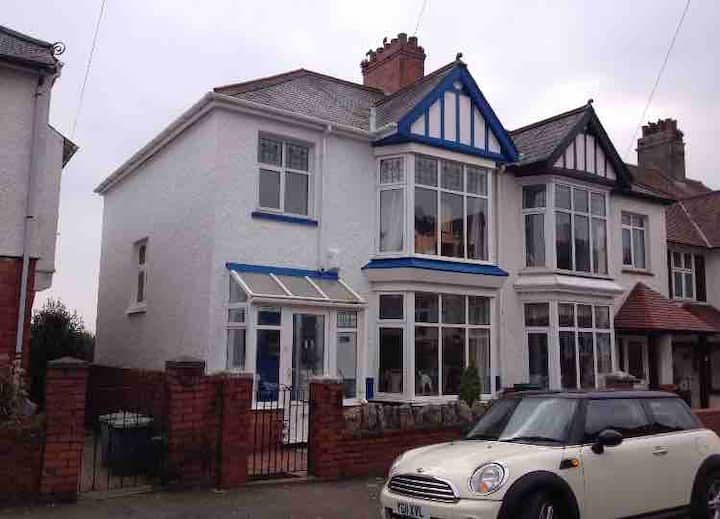 Uplands, Swansea-Bedroom in home close to sea/city