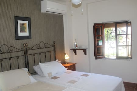 Cosy B&B, away from the crowds, pool, breakfast