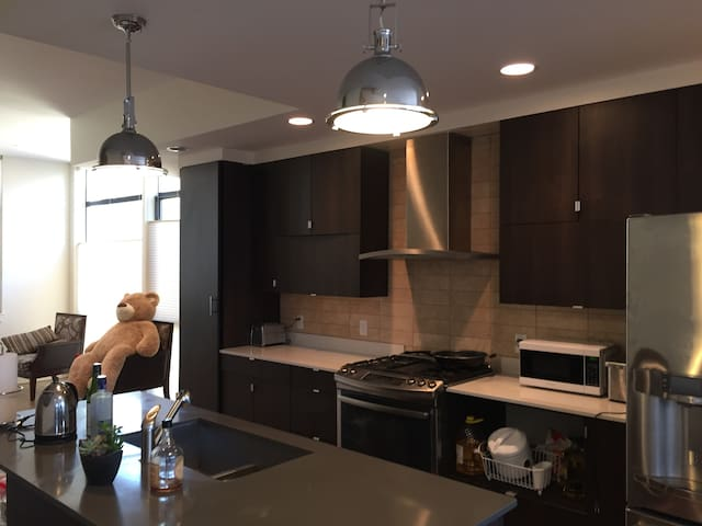 Modern Townhouse Walkable to Downtown Denver!