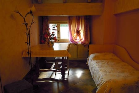 Villa Mery camera Mimosa - Bed & Breakfast