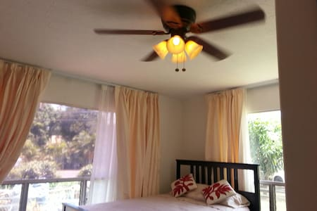 Lovely Room - Haleiwa