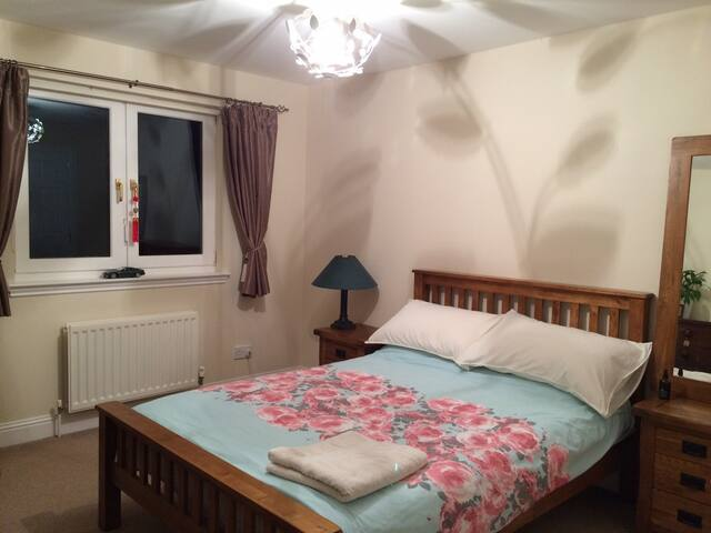 Double bedroom in a nice and quiet area - Bridge of Weir - Casa