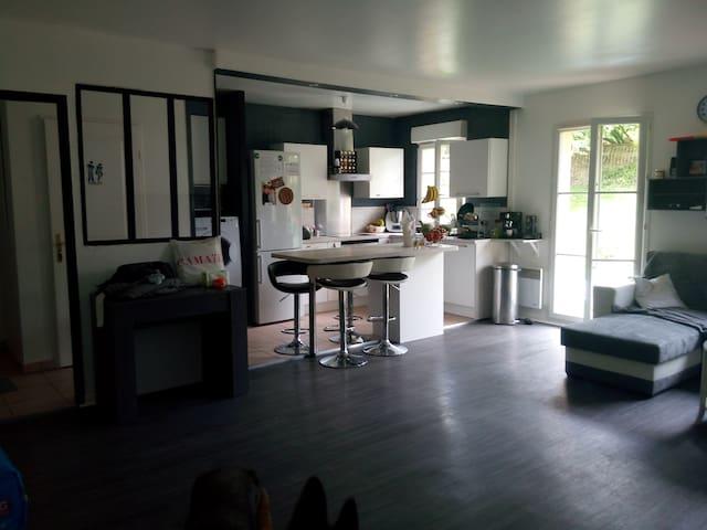 Bel appartement en rez de jardin proche de Cergy
